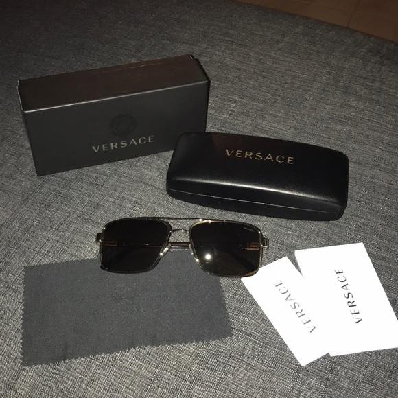 7c3c163de0 Versace sunglasses gold tortoise square frame
